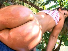Big Butt White Girl Does Anal