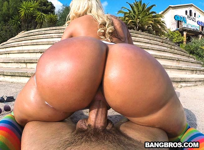 Blondie with huge ass